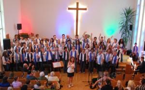 Hunsrück Gospel Family bei Auftritt in evangelischer Kirche Emmelshausen